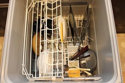 食洗器,皿を入れる